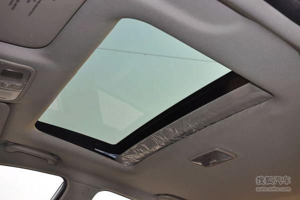 长安逸动的车身颜色:珍珠白 本颜色对应搜狐汽车实拍图片 2012款长安