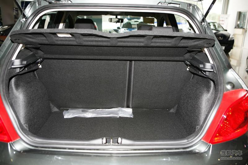 标致307两厢2010款1.6l 手动 豪华版底盘 动力金属灰m818868图片 图库高清图片