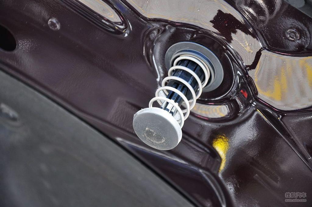 2011款奔驰e200l cgi优雅型(赤铜棕)