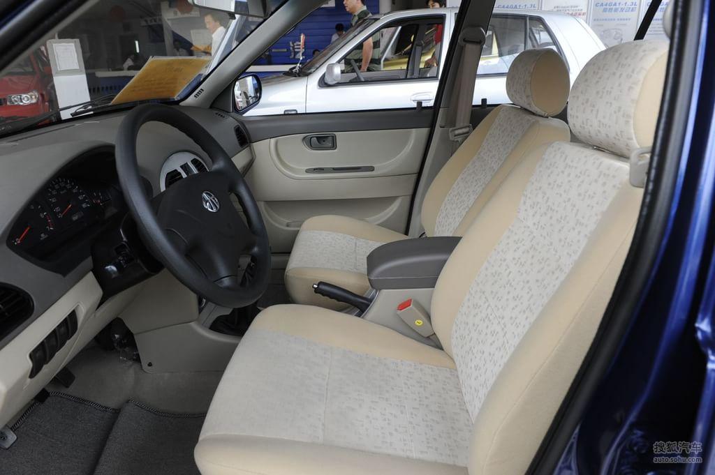 一汽夏利N3 三厢2009款1.0L 无助力版内饰浅色g563416图片高清图片