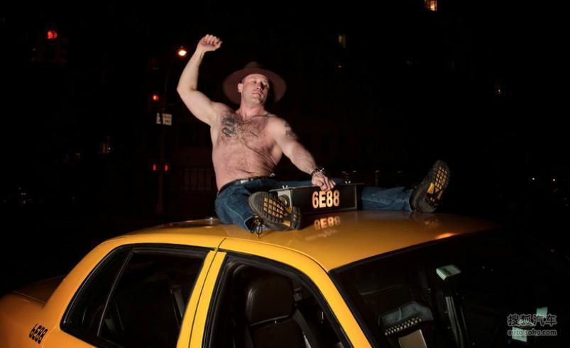 纽约出租司机集体拍搞笑日历照