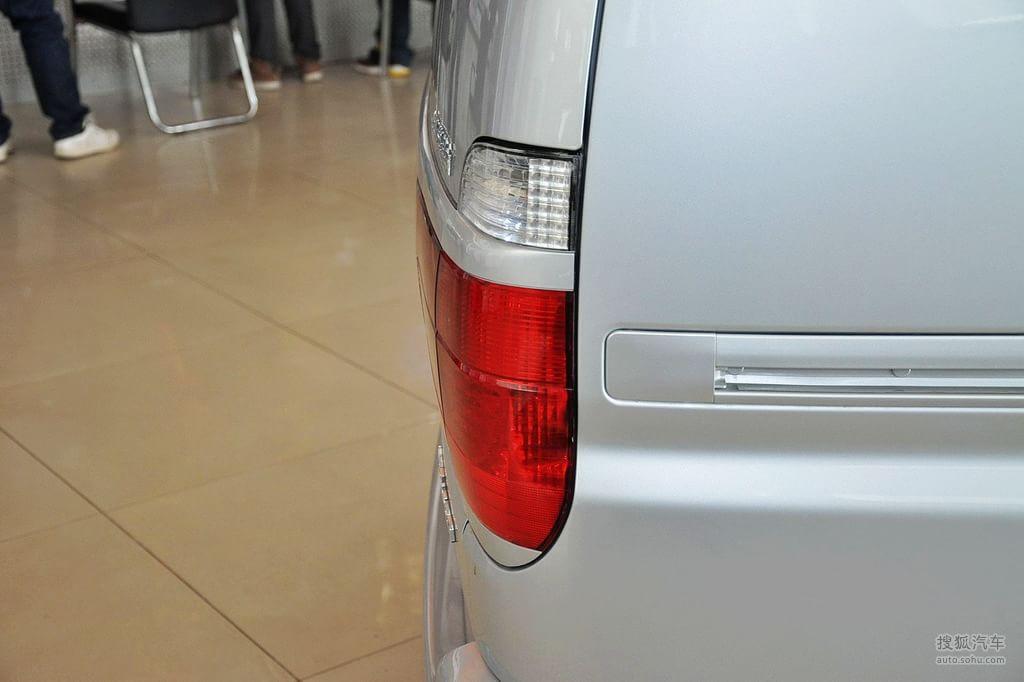 金杯阁瑞斯2011款智领 2.0 手动豪华型 长轴9座外观银色t高清图片