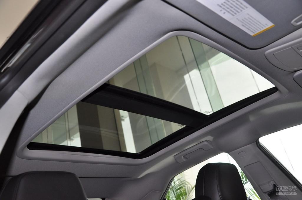 凯迪拉克cts v2009款6.2l高性能豪华轿车内饰深色内饰t高清图片