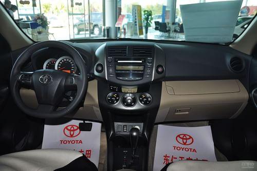 4l豪华炫装版将驻车雷达改为带倒车影像的防炫目车内后视镜,不仅为