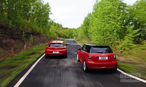 风格加性能 大众尚酷对比 mini cooper s 搜狐汽车高清图片