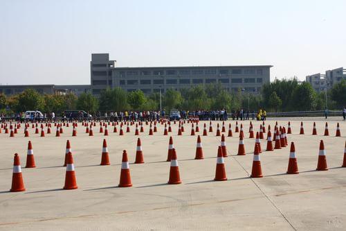汽车无人化已经有了好的开头.  下午的曲线行驶测试较有意高清图片