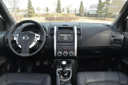 2012款日产奇骏2.5XL手动四驱豪华版