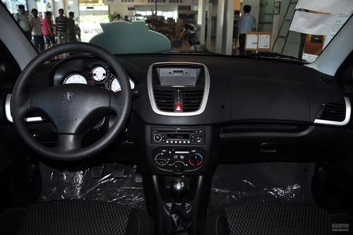 2011款东风标致207三厢 1.4L手动驭乐版