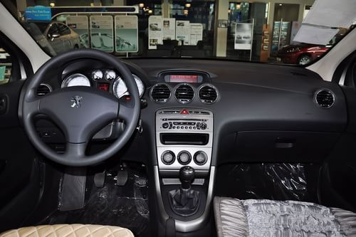 2011款东风标致408 1.6L手动舒适型