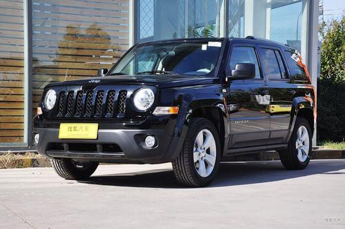 2013款Jeep自由客2.4L豪华导航版到店实拍
