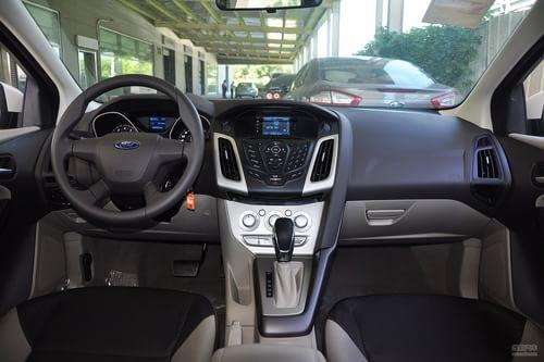 2012款福特福克斯三厢1.6L手自一体舒适型