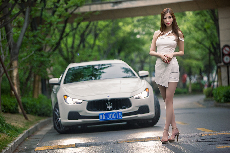 山东富家女身材姣好且容貌气质兼具