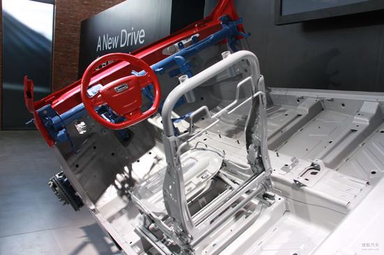 使用了高强度的车身结构并配备了丰富的主被动安全