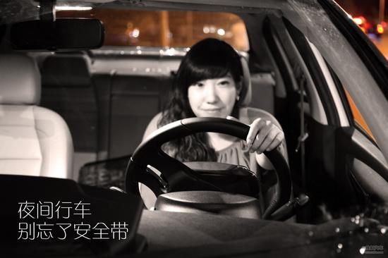 """""""道别后只顾着开车走了。我听到报警提示才发现忘了系安全带…哈哈。"""""""