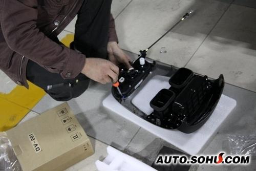 (12)与空调连接,安装dvd显示屏