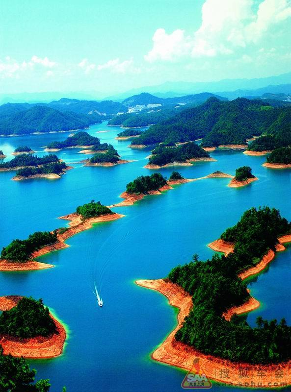 千岛湖风景区地处浙江省杭州市淳安县境内,是1959年为建设我国第