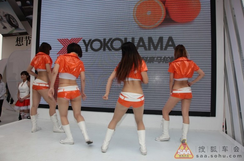 某轮胎厂商为造势 竟邀韩国美女上演火辣热舞