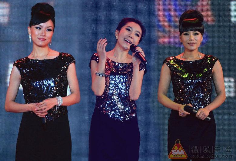 黑鸭子组合(中国歌坛的第一个和音组合,成立于1984年)表演歌曲《恰似
