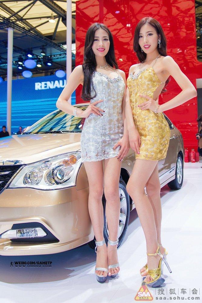 车展最美女模特02朱雯朱静一对酷似 林志玲的双胞胎