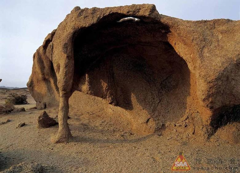 《海森楚鲁怪石城》    位于阿拉善右旗努日盖苏木境内,距旗府所在地