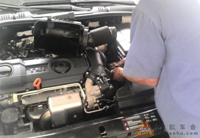 这里发生了一点意外,mm的发动机号码是在发动机的中部,给很多零件给