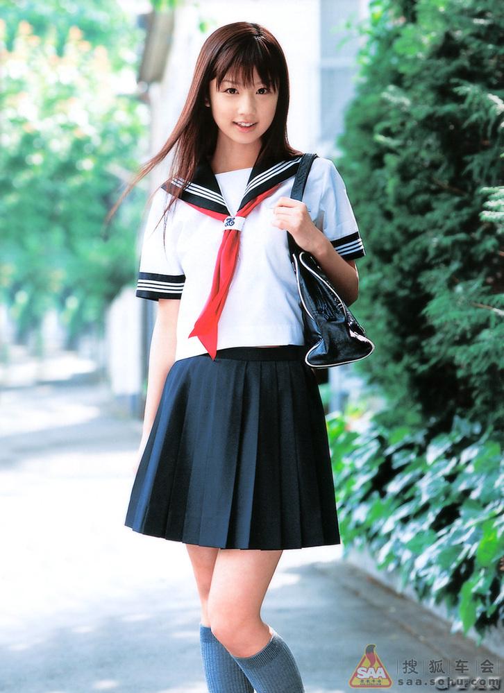 有型有款的日本女学生的水手裙校服_普锐斯论