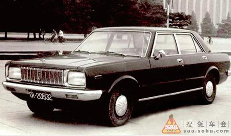 1984年,兵工企业长安机器厂与铃木签订技术贸易合作协议,引进技术和零部件装配微型货车。1985年 ,国家确定长安为汽车定点生产厂家。1986年,首批长安牌SC110微型厢式车试制成功,江陵厂发动机也开始批量投产。1988年,长 安微型汽车产量突破1万辆,微车发动机产量突破1万台。长安SC110型成为中国兵器工业总公司的第一号支柱民品,为实现军转民、 带动地方经济建设做出了突出贡献。